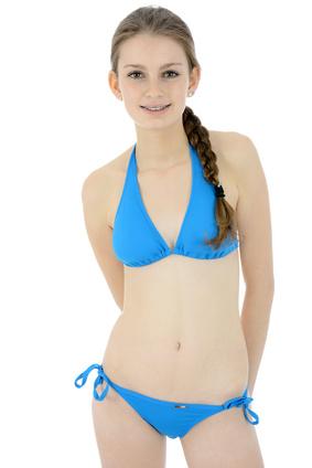 De su bikini adolescente