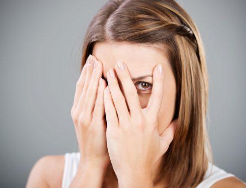 Causes de l'acné chez l'adulte : quelles sont les pistes à explorer ?