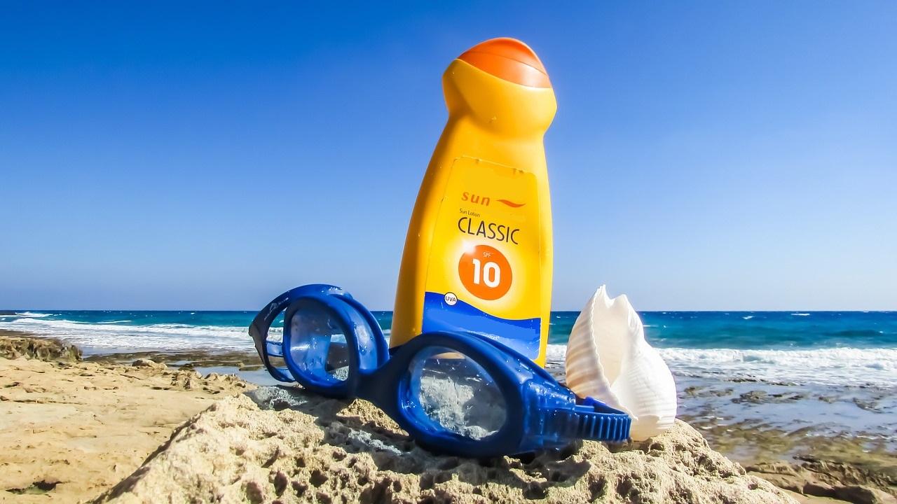 crème solaire sur plage