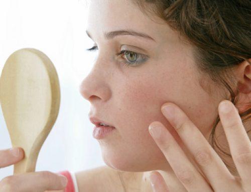 Comment prendre soin d'une peau réactive avec rougeur sur le visage?