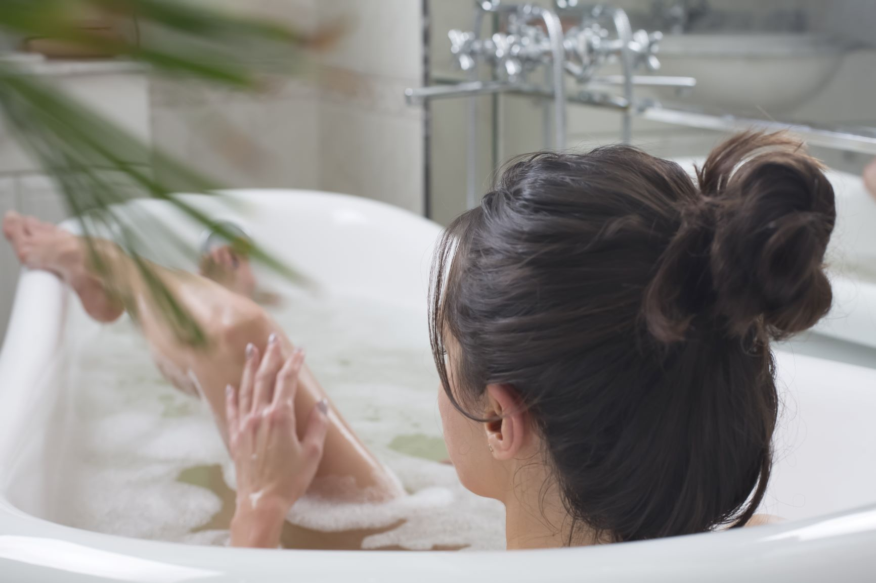 femme dans son bain