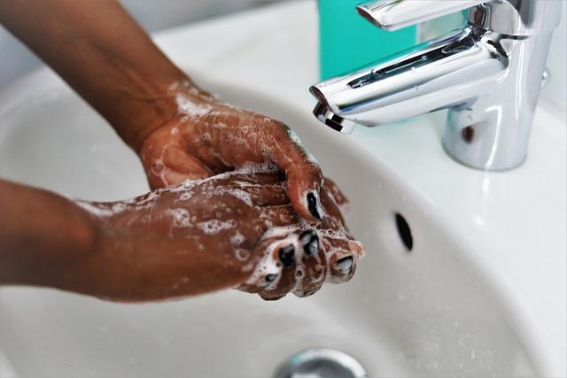 se laver les mains au savon