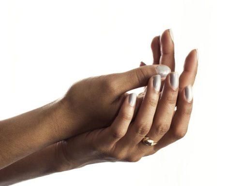 Mains très sèches et abimées : 3 gestes simples et naturels pour les réparer !